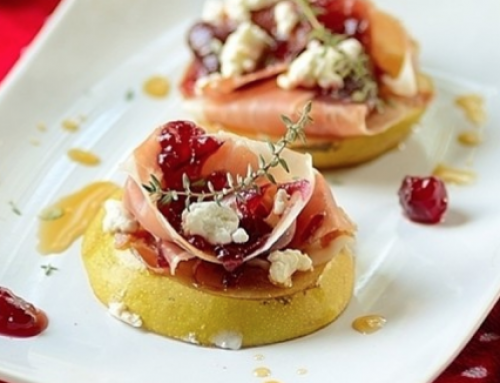 Gegratineerde peer met geitenkaas en cranberry compote
